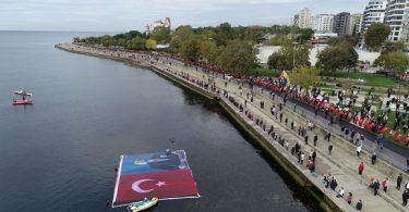 Kadıköy'de Ata'ya Saygı Zinciri Yapıldı